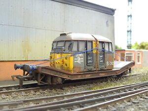 HORNBY BR FLATBED WAGON & SCRAP DIESEL CABS LOAD (LINESIDE WEATHERED)