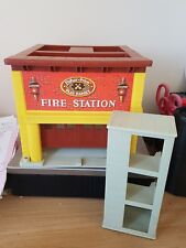 VINTAGE FISHER PRICE PLAY FAMILY FIRE STATION FIREHOUSE WITH RINGING BELL!
