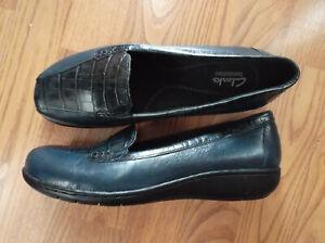 Clarks Bendables 35590 women's blue leather slip on shoe size 8.5W