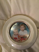 lenoxVINTAGE LENOX IVORY WHITE FINE CHINA GOLD TRIM ROUND PHOTO PICTURE HOLDER!