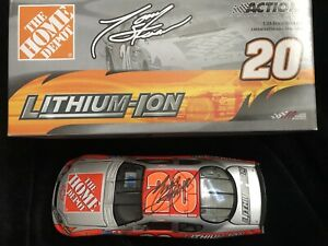 1/24 Signed Autographed Tony Stewart Home Depot Lithium Ion Car 2005 Diecast