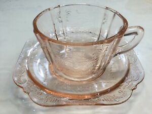 PINK DEPRESSION GLASS CUP AND SAUCER ROYAL LACE PATTERN PERFECT CONDITION no 2