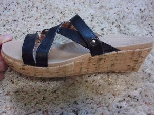 Crocs A-Leigh Slide On Cork Mini Wedge Sandals~Black Strape~8W~EUC