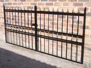 Maxton 4 ft tall  double driveway gates to fit a opening of 12 ft with fittings