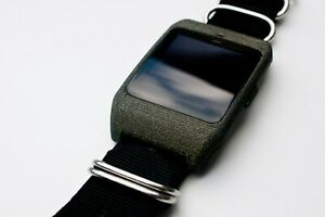 Sony SmartWatch 3 SWR-50 housing/adapter with black nylon strap