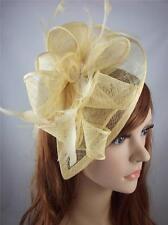 Oro Pallido Teardrop Sinamay Fascinator con con piume-occasione MATRIMONIO RAZZE