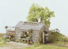 Ratio 220 Stone Type Goods Shed N Gauge = 1/148th Scale Plastic Kit - T48 Post