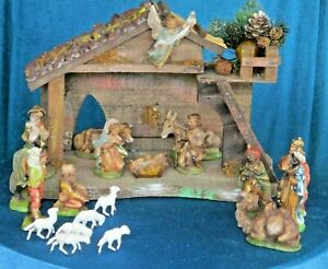 Vintage 15 Pc + Nativity Set with PVC Figures - Made In Italy - Wood Stable