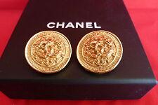 """SUPERBA Chanel CC logo GOLD TONE 1 """"Round clip SU ORECCHINI 94A & casella in buonissima condizione"""