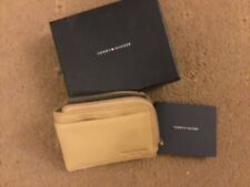 NEW IN GIFT BOX. TOMMY HILFIGER beige LEATHER WALLET ZIP fastening card holders