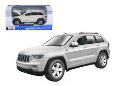 2011 Jeep Grand Cherokee White 1:24 Diecast Model - Maisto - 31205WH *
