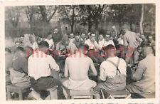 Foto, Wehrmacht, pelare le patate e l'armonica gioca a riguardo (R) 0617
