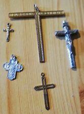 5 petits crucifix (de 1,5 à 7 cm)