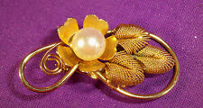 LOVELY VINTAGE GOLDTONE BROOCH PIN W/FAUX PEARL MESH LEAVES FLOWER DESIGN