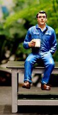 77500 American Diorama Werkstatt Team Mechanic Johnny drinking coffee 1:24