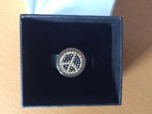 Pavo Real Ring Edelstahl mit austauschbarem Knopf