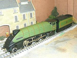WRENN W2211 BR GREEN A4 MALLARD LOCOMOTIVE 60022 BOXED EXCELLENT OO TESTED LOCO