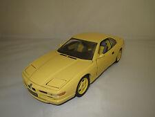 Revell  BMW  850 i  (gelb/grau)  1:18  ohne Verpackung !
