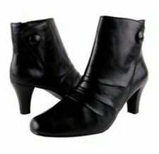 New Annie Shoes black leather zip ankle boots