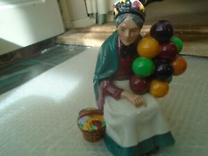 Royal Doulton THE OLD BALLOON SELLER figurine  HN1315  Charming large figure WOW