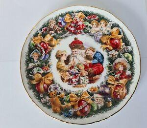 BEAUTIFUL Royal Albert Christmas Garland Christmas Plate