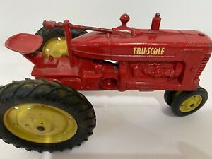 Vintage Tru-Scale Tru Scale Red Farm Toy Tractor 1/16 Yellow Wheel Made In USA