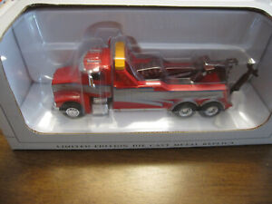SPECCAST COLLECTIBLES 1:64 SCALE PETERBILT 385 CENTURY WRECKER IN GREAT COND.