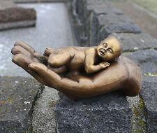 Bronzeskulptur, Baby/Kind in der Hand, Bronzefigur, Dekoration