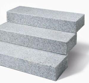 Blockstufe Granit hellgrau geflammt, von 50 -200 cm. Länge, Tritt + Frostsicher