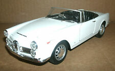 1/24 Scale 1960 Alfa Romeo Spider 2600 Convertible Diecast Model - WELLY 24003