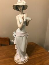"""Lladro 5470 """"Tea Time"""" Lady With Tea Cup In Hat - Mint Condition! 14 1/2"""" Tall"""