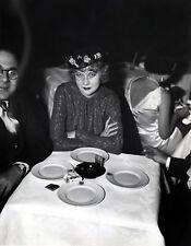 UNA MERKEL 8x10 PICTURE RARE CANDID AT DINNER PHOTO