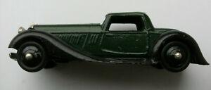Dinky Meccano Die Cast Model Vehicle Green Sedan (Shop Ref D131)
