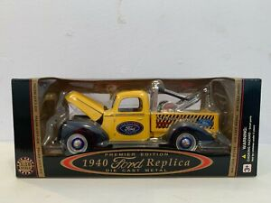 Vintage 1940 Premier Edition Ford Tow Truck Replica 1:18 Scale