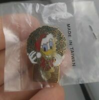 Vintage Disney DONALD DUCK Holiday Christmas Rare pin button pinback *EE95