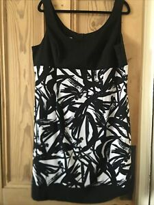 Ladies Ronni Nicole Dress Size 18 Black White Immaculate
