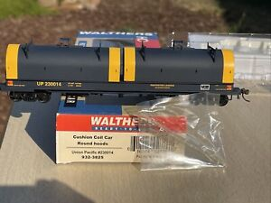 Walthers 932-3825 HO Scale Union Pacific Cushion Coil Car (Round Hoods) #230014