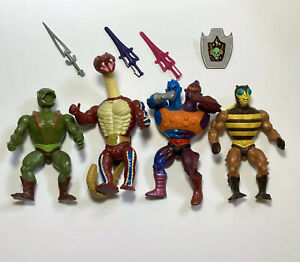Lot Of 4 Vintage Masters Of The Universe HE-MAN Action Figures 3 Swords 1 Shield