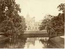 Royaume Uni, Angleterre, Université de Cambridge, Vue de l'étang et l'