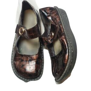 INGARO Women's Brown Moc Croc Mary Janes Clogs Shoes Size US 8.5