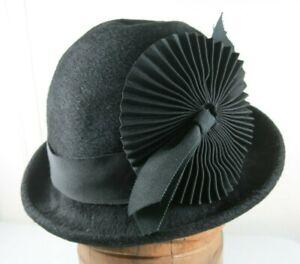 Vtg Handmade Black Wool Felt Cloche Style Hat Rolled Brim Medallion Ribbon Med