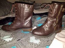 White Mountain Boots Sz 9 1/2