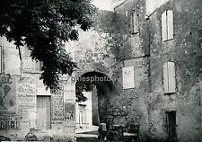 SAINT GILLES DU GARD c. 1935 - Place Porte Affiches - DIV 2815