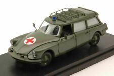 Ambulances miniatures verts 1:43
