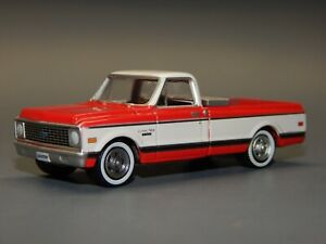 2Greenlight 1:64 scale 1971 Chevrolet C10 Custom Red w/ White Cove Top Toolbox