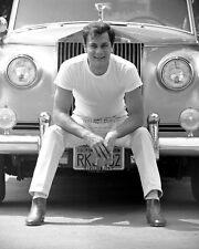 TONY CURTIS WITH HIS ROLLS ROYCE IN 1961 - 8X10 PUBLICITY PHOTO (AB-725)