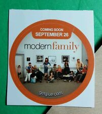 MODERN FAMILY CAST GROUP WAITING ROOM SITTING PHOTO TV GET GLUE STICKER