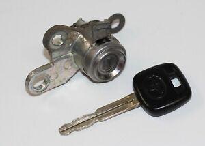01 02 03 04 05 Toyota Echo Passenger Front Right Door Lock Cylinder w/ key / OEM