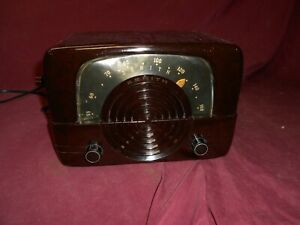 6D614 Bakelite table radio