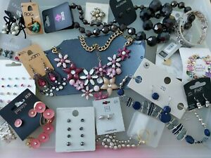 Joblot Colection Costume Jewellery, Brooch Necklaces Bracelets Earrings Carded